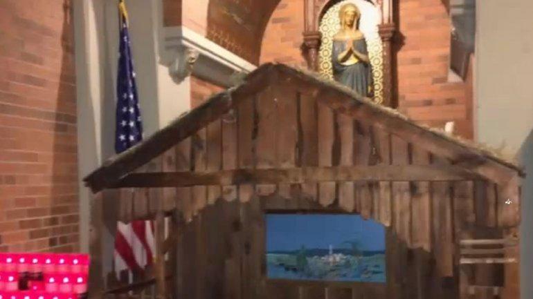 El recién nacido fue encontrado en un pesebre dentro de la iglesia