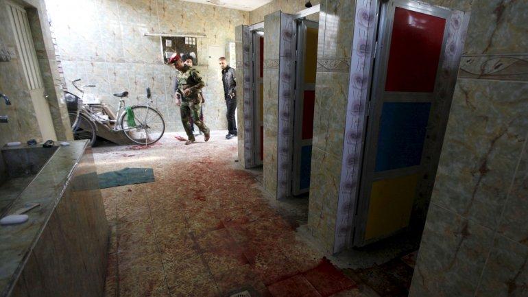 Atentado terrorista de ISIS contra una mezquita en Bagdad: al menos 11 muertos