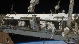 Los astronautas Joe Acaba y Ricky Arnold salieron de la EEI en marzo de 2009