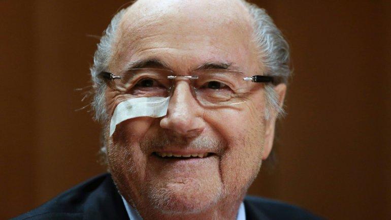 Blatter cobrará su sueldo hasta que haya un nuevo presidente