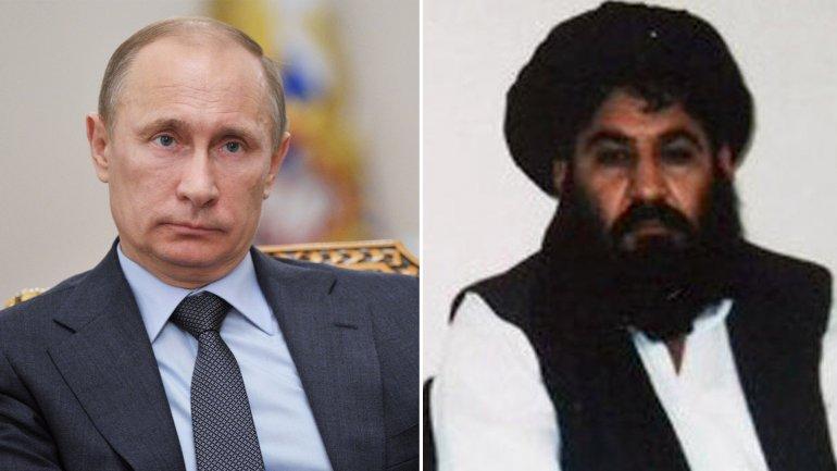El presidente ruso Vladimir Putin y elmullah Akhtar Mohammad Mansour