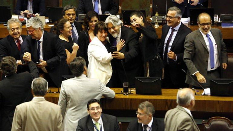 La ministra de Educación chilena, Adriana Delpiano, celebró la aprobación de la ley de gratuidad universitaria en la Cámara de Diputados
