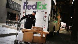 Empleados deFedEx trabajaron en Navidad para entregar los paquetes retrasados
