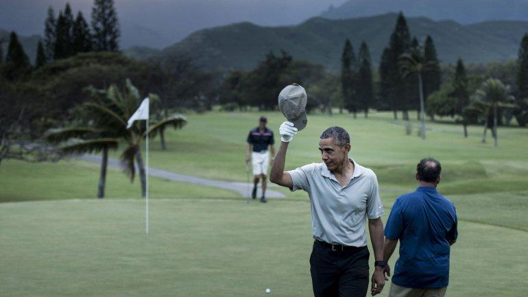 Barack Obama aprovecha sus días de vacaciones para jugar al golf