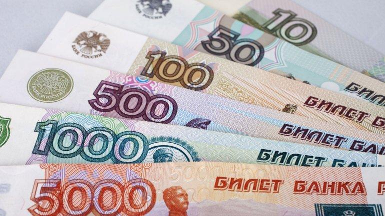 El rublo cedió un 40% de su valor en el último año, y ahora está un 20% más bajo que hace 12 meses.