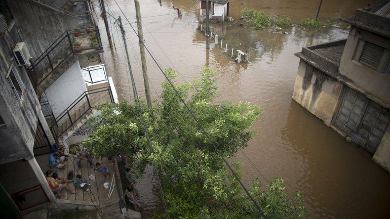 En Argentina, son más de 20.000 los evacuados