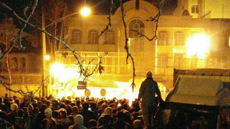 La embajada de Arabia Saudita en Teherán fue atacada por seguidores del clérigo chiíta ejecutado este sábado