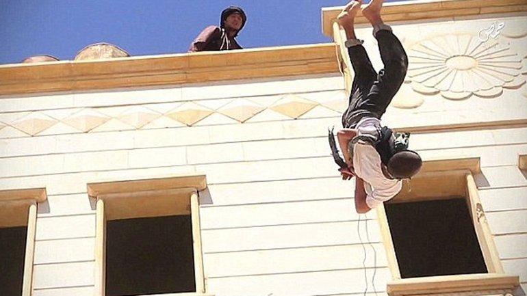 Un menor de 15 años fue ejecutado por el Estado Islámico acusado de ser gay