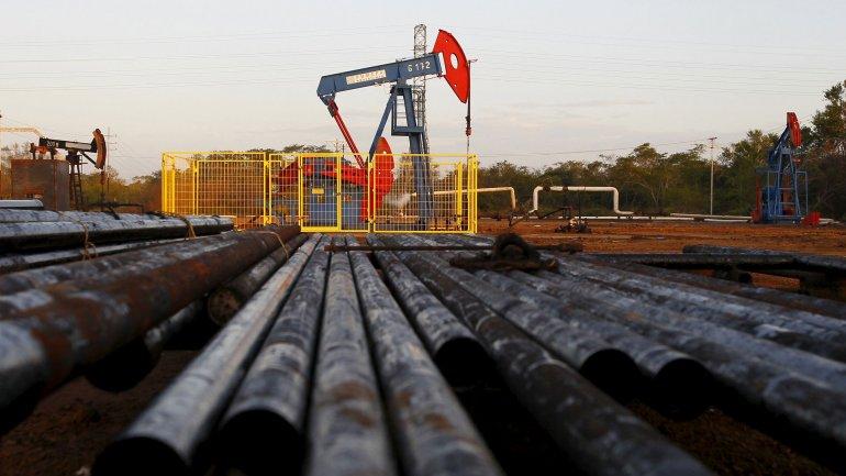 Los precios globales del petróleo han caídocasi un 70%desde mediados del 2014.