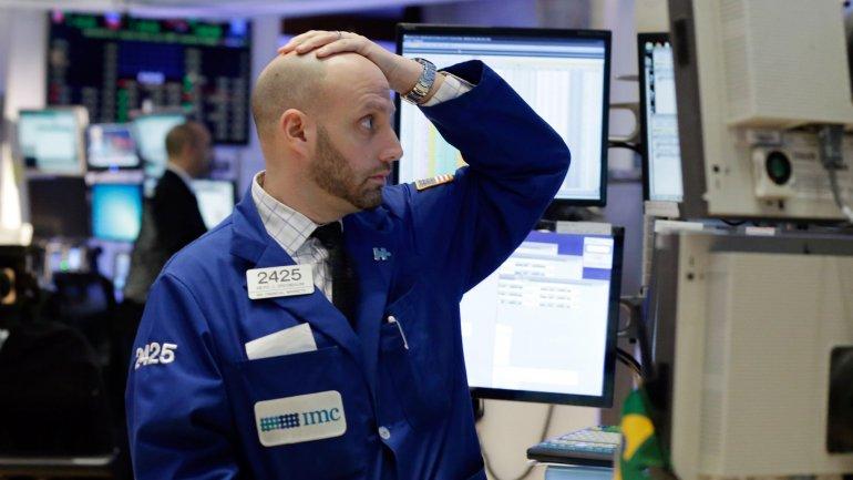 El Dow Jones, su principal indicador, cayó un 1,58% y el índice Nasdaq terminó por debajo de los 5.000 puntos