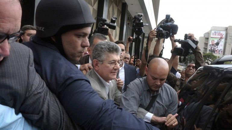 Henry Ramos Allup no pudo ingresar a la Asamblea Nacional el lunes