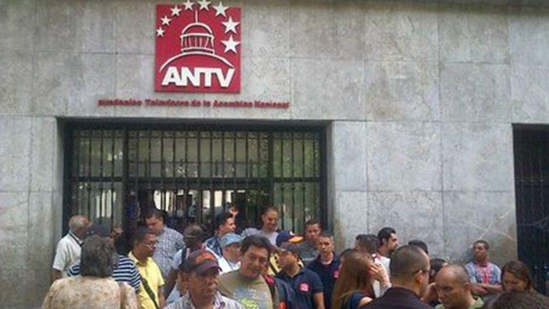 Los trabajadores del canal protestaron por la decisión del chavismo