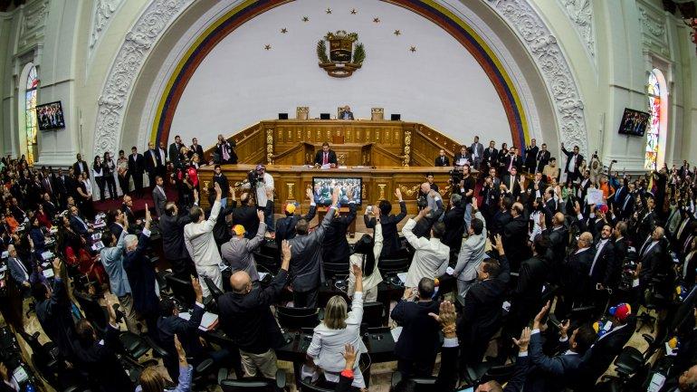La oposición venezolana busca la salida anticipada de Nicolás Maduro
