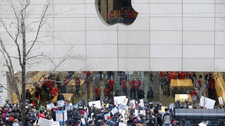 Apple también planearenovarsus locales más emblemáticos deEEUU, incluyendo el que se levanta en pleno corazón de Manhattan en laQuinta Avenida deNueva York.