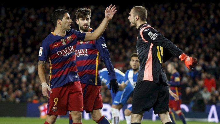Luis Suárez discutió varias veces con Pau López, portero del Espanyol