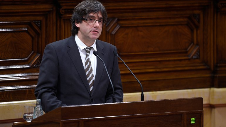 Carles Puigdemont es el nuevo presidente de Cataluña tras la renuncia a la reeleción de Artur Mas
