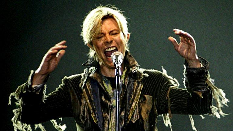 Bowie en junio de 2004 en el arena de Praga