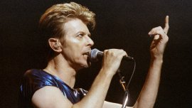 Bowie en Connecticut en septiembre de 1995 durante un show en su gira por Estados Unidos