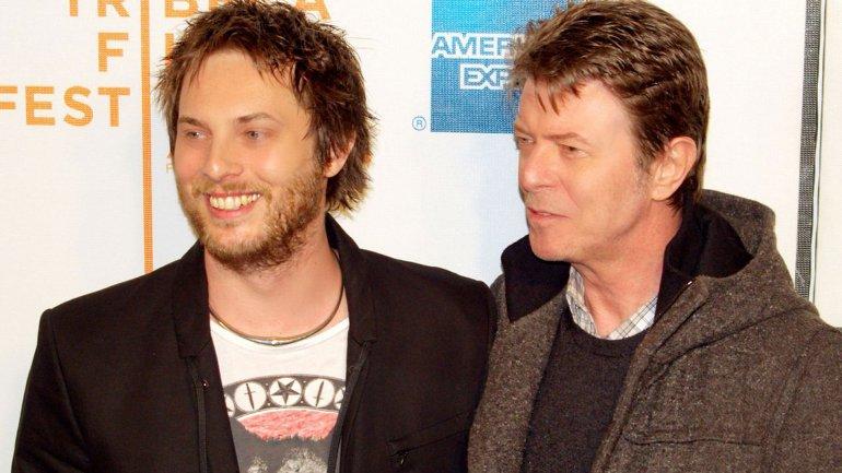 David Bowie junto a su hijo Duncan Jones