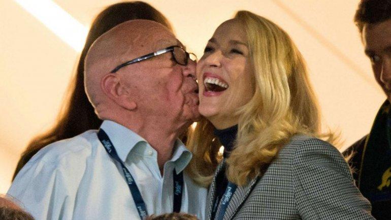Ruper Murdoch y Jerry Hall dieron la noticia en el periódicoThe Times