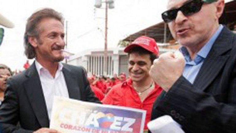 Sean Penn junto a su amigo Fernando Sulichin, el productor que lo acompañó a su entrevista con El Chapo Guzmán