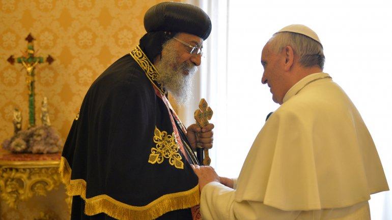 El papa copto Teodoro II junto con Francisco