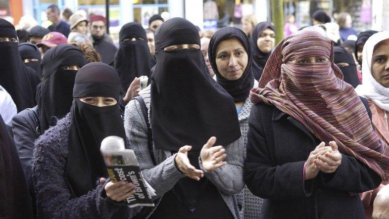 David Cameron establece nuevas condiciones para que las musulmanas se queden en el Reino Unido