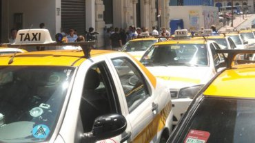 Taxistas agredieron a un chofer de Uber en Montevideo