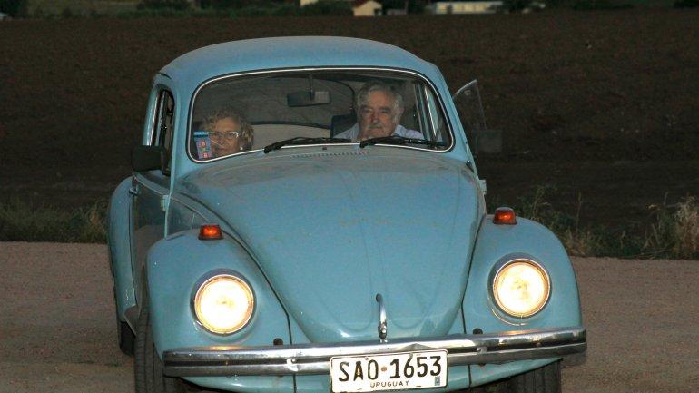 José Mujica yManuela Carmenaen el Fusca azul