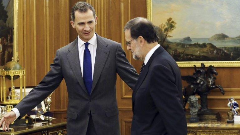 El rey Felipe VI de España y Mariano Rajoy, durante las consultas para formar gobierno