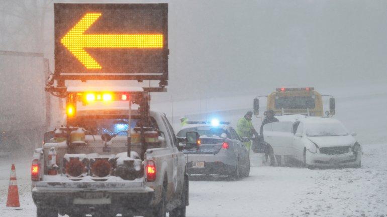 Los accidentes automovilísticos a causa de la tormenta de nieve ya dejaron varias víctimas fatales