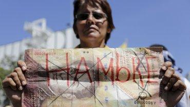 Manifestantes opositores presenciaron el discurso de Henry Ramos Allup, titular de la Asamblea Nacional, en una plaza de Caracas