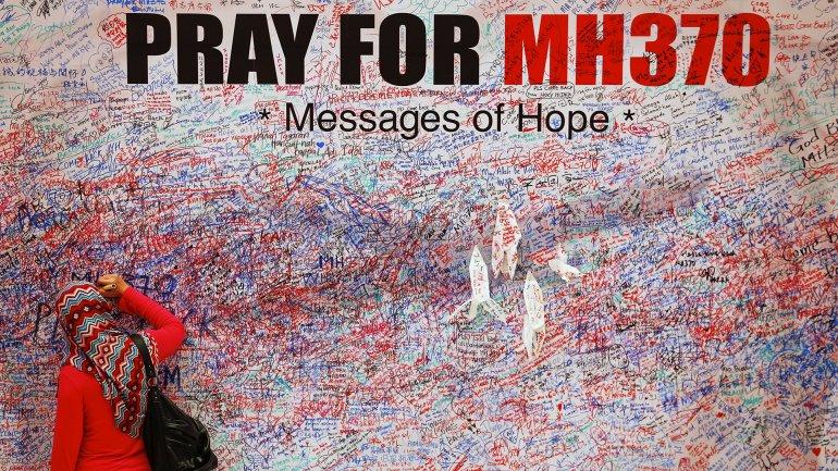 En eldesaparecido vuelo MH370viajaban 239 personas (227 pasajeros y 12 miembros de la tripulación), por un total de 15 nacionalidades