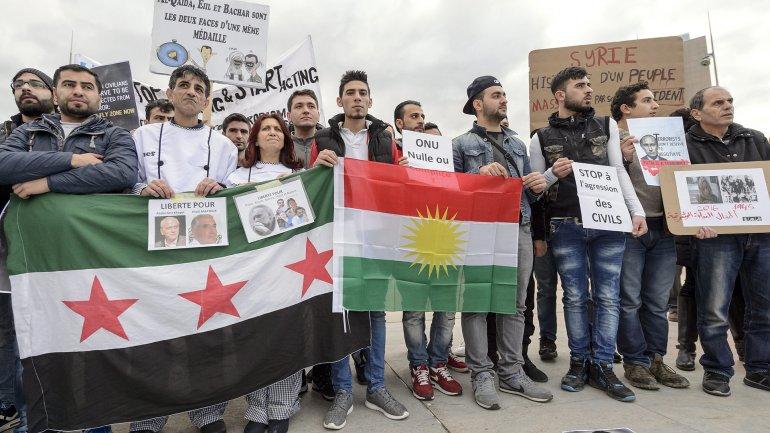 Exiliados sirios protestaron en Ginebra durante las conversaciones de paz