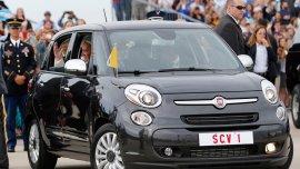 El Fiat 500L utilizado por el papa Francisco