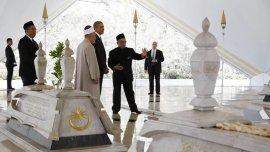 Obama durante su visita a una mezquita en Kuala Lumpur