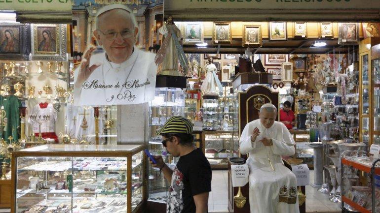 Por el miedo a posiblesfraudes,la Iglesia Católica mexicana mostró públicamente cómo serán los 882.225 boletos gratuitos