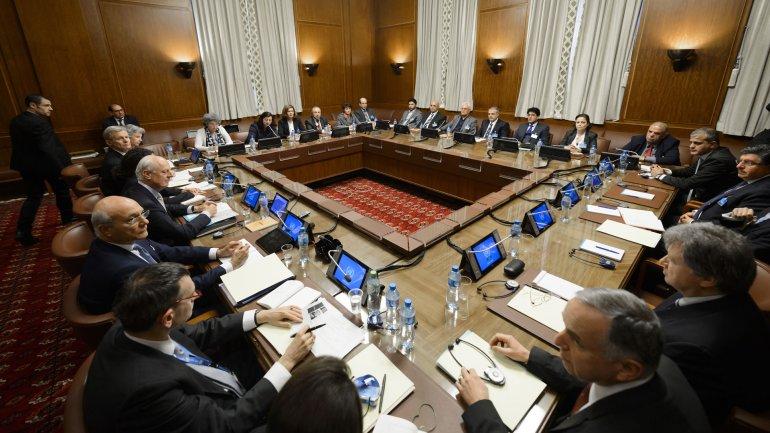 La delegación de la ONU mantuvo un encuentro con la oposición siria en Ginebra para dar inicio a las negociaciones de paz