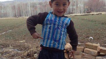 Murtaza Ahmadi, el niño fanático de Lionel Messi