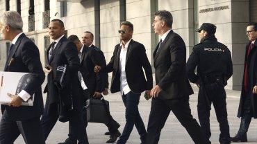 Neymar, su padre y un grupo de abogados llegando a la Audiencia Nacional