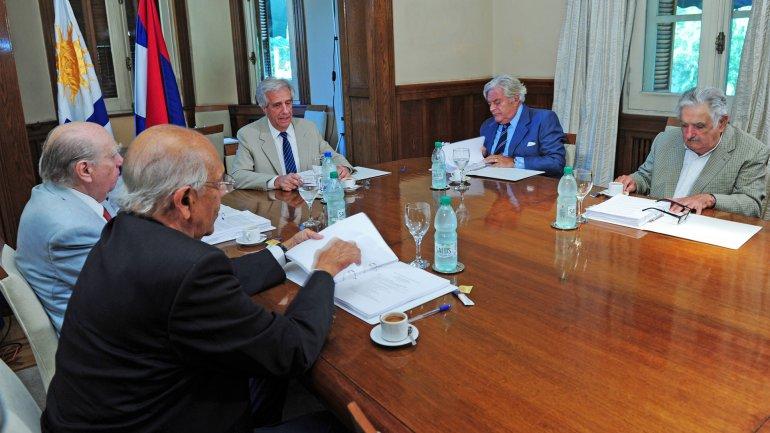 Tabaré Vázquez encabeza la mesa junto a Mujica, Battle, Sanguinetti y Lacalle