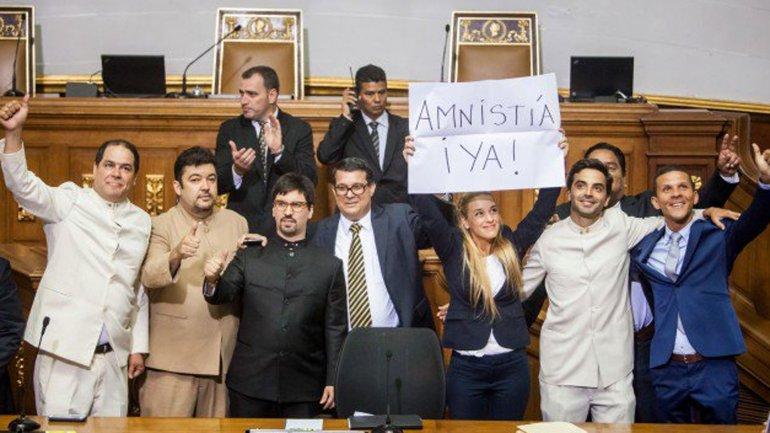 Lilian Tintori, esposa de Lepoldo López, impulsa la Ley de Amnistía en la Asamblea Nacional
