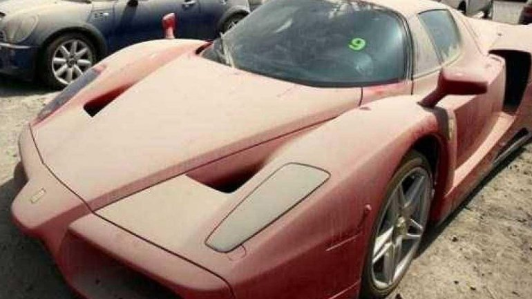 Son unos 3.000 los autos de alta gama abandonados en las calles de los Emiratos Árabes