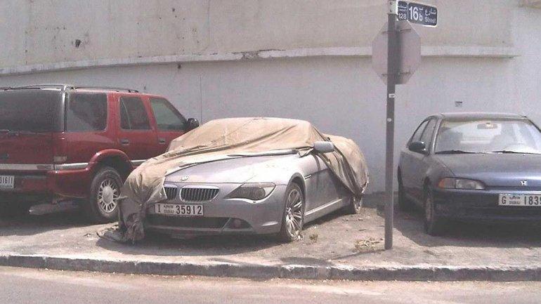 Los vehículos abandonados están valuados en cientos de miles de dólares