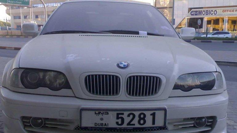 Autos de diferentes marcas, entre ellas BMW, son dejados en la vía pública y nadie los reclama