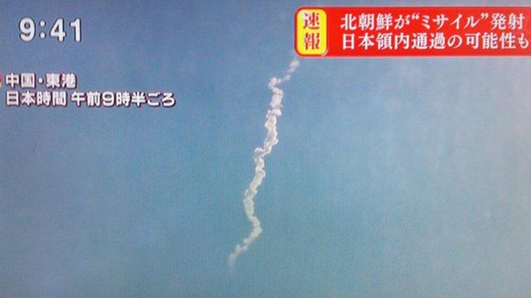 Imágenes de la televisión surcoreana sobre el lanzamiento del cohete de Corea del Norte