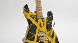 La subasta tendrá 300 guitarras famosas