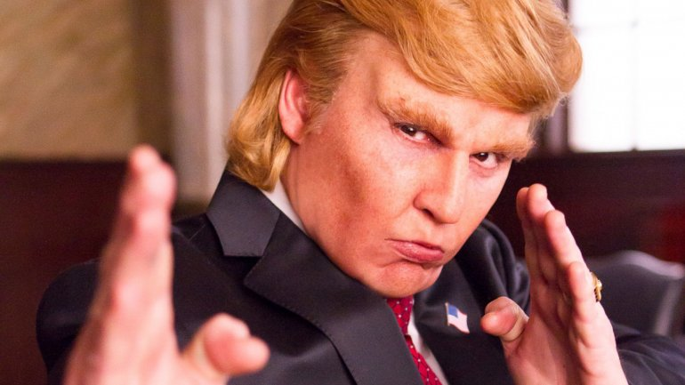 Johnny Depp personificando a Donald Trump en Donald Trumps The Art of the Deal: The Movie