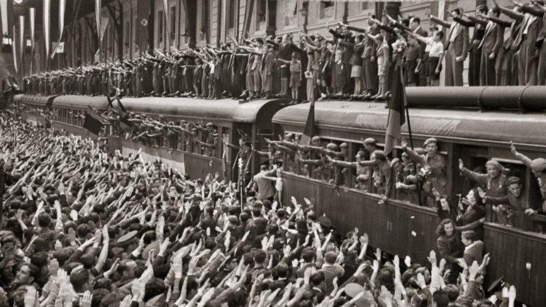 Despedida de la primera expedición de voluntarios en Estación del Norte de Madrid, la actual estación Príncipe Pío