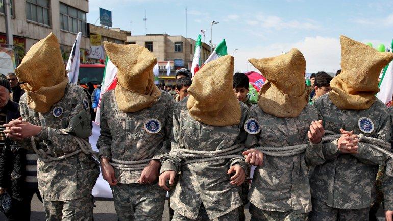 Los iraníes se burlaron de los marinos estadounidenses en la celebración del día de la Revolución